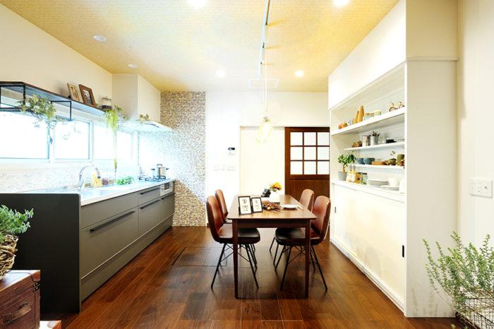 カジュアルカフェスタイルのキッチン