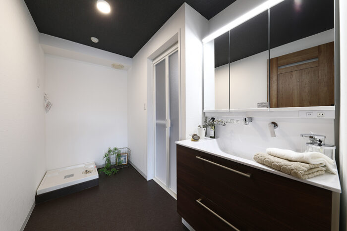 癒されるラグジュアリーな洗面室
